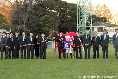 Asia Express winners circle Asahi Hai Dec 2013